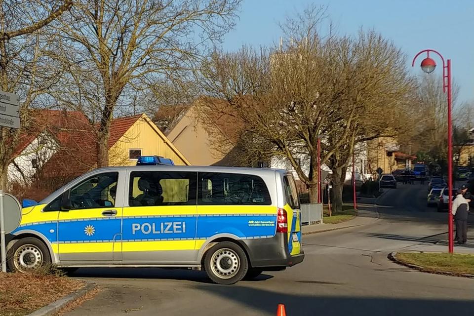 Der er sårede dræbte under et skyderi i den sydtyske landsby Rot Am See. Gerningsmanden er pågrebet ifølge politiet.