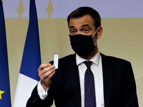 Sundhedsminister Olivier Veran sender en barsk advarsel til syv millioner mennesker i Paris og omegn. Covid-19-smitten vokser hastigt, og det kan føre til en hård nedlukning af den franske hovedstad fra mandag.