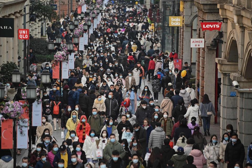 Et hold bestående af ti eksperter udpeget af WHO skal undersøge coronavirussets oprindelse i Kina. Indrejsen er blevet forsinket på grund af manglende tilladelser, men lørdag oplyser sundhedsmyndighed, at det er klar til at modtage eksperterne. Virusset mener at stamme fra millionbyen Wuhan (foto).