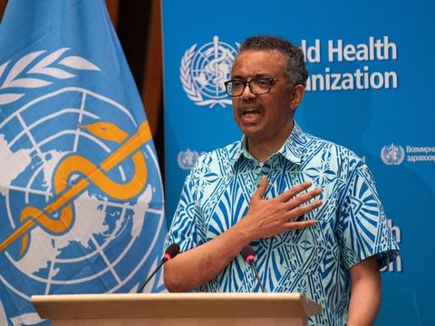 WHO's generalsekretær, Tedros Adhanom Ghebreyesus, fortæller mandag, at man har sat forsøg med malariamidlet hydroxyklorokin på pause, til man har et overblik over, om det er farligt for coronapatienter.
