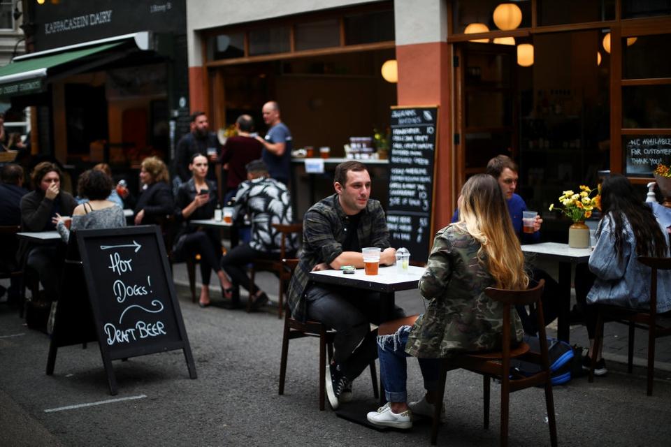 Storbritanniens regering tilbyder mandag til onsdag i hele august at betale 50 procent af folks regning, når de spiser ude på pubs, caféer og restauranter. (Arkivfoto)
