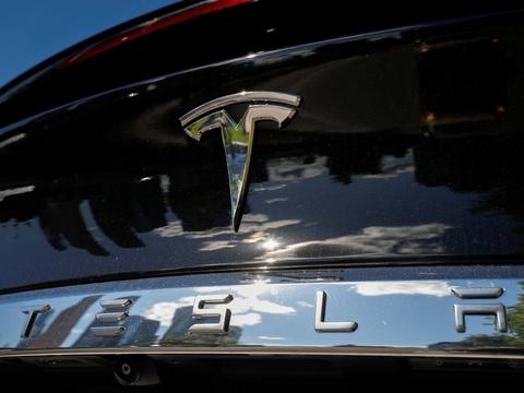 Elbilproducenten Tesla får tirsdag store tæsk på den amerikanske børs. (Arkivfoto)