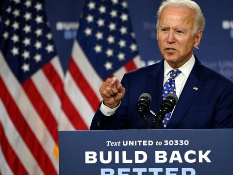 Demokraternes præsidentkandidat, tidligere vicepræsident Joe Biden, sagde på en pressekonference i sidste uge, at han forventede at kunne afsløre navnet på sin vicepræsidentkandidat i denne uge. Det trækker dog ud - men vedkommende bliver præsenteret inden Demokraternes partikonvent 17. august.