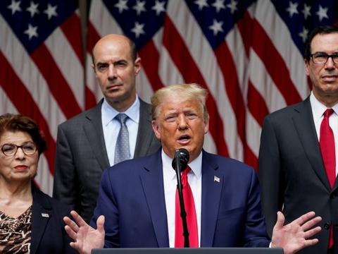 Præsident Donald Trump talte på fredagens pressemøde om den seneste jobrapport, der viser færre arbejdsløse end antaget.