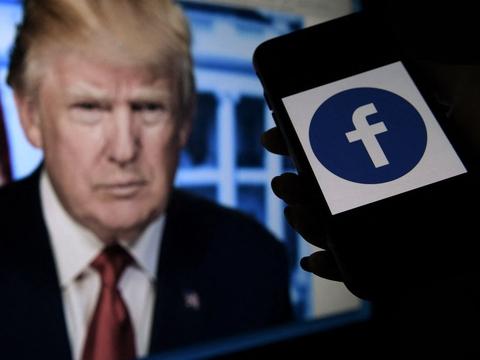 Donald Trump blev suspenderet fra Facebook, da han 6. januar lagde en video op under optøjer i Washington, hvor Trump-tilhængere stormede Kongressen.