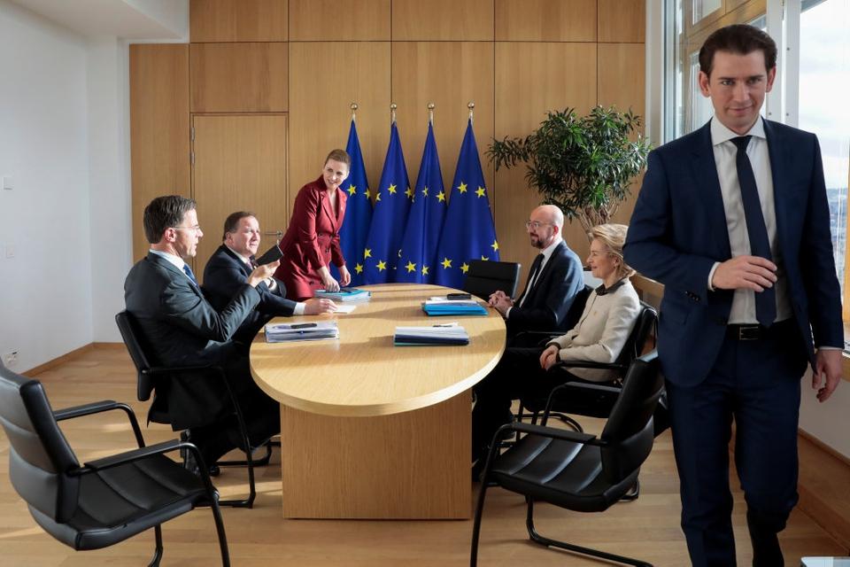Østrigs forbundskansler, Sebastian Kurz (th.),  skriver på Twitter, at han på torsdag skal mødes med Danmarks statsminister, Mette Frederiksen (S, i baggrunden) samt Israels premierminister, Benjamin Netanyahu, i Israel. (Arkivfoto)
