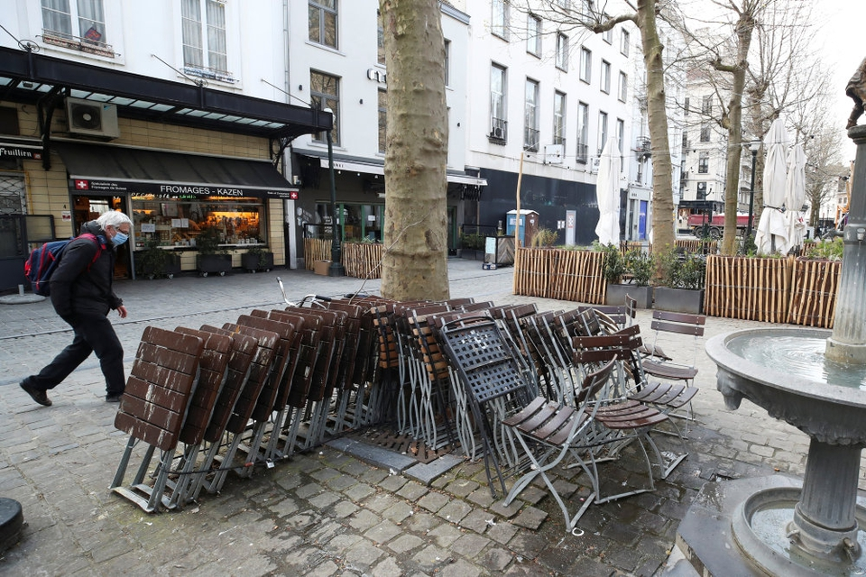 Belgiske restauranter og caféer får lov at genåbne for udendørs servering 8. maj efter at have været lukket ned i over seks måneder.