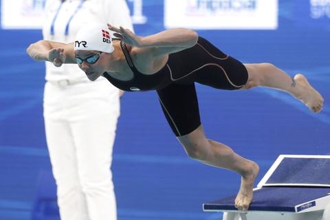 Pernille Blume lå efter fra start, men svømmede sig alligevel til EM-sølv i 50 meter fri.