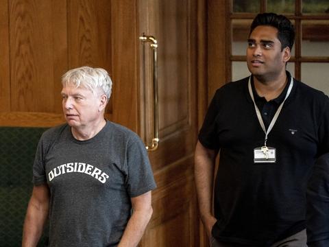 Uffe Elbæk og Sikandar Siddique under afslutningsdebat i Folketinget på Christiansborg i København, mandag den 22. juni 2020.. (Foto: Mads Claus Rasmussen/Ritzau Scanpix)