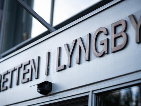 En 42-årig mand blev søndag formiddag stillet for en dommer i Retten i Lyngby. Her blev han varetægtsfængslet for at have dræbt sin kone. (Arkivfoto)