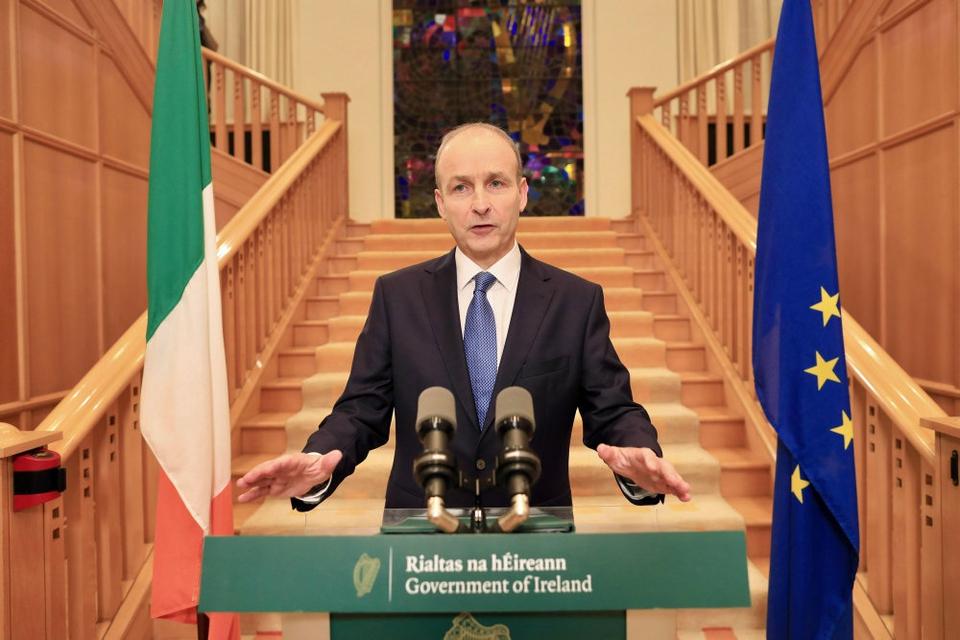 Premierminister Micheál Martin talte mandag aften til nationen fra regeringsbygningerne i Dublin.