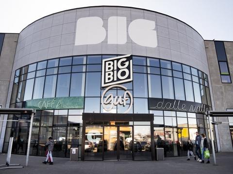 Lukning af restauranter og caféer er med til at sende dansk økonomi i bakgear i årets første tre måneder. Her ses restaurant Dalle Valle i Big Shopping Center i Herlev. (Arkivfoto)
