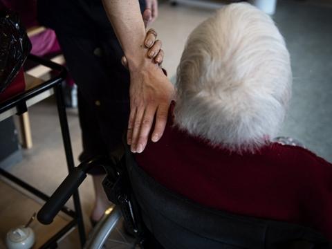 I Aarhus Kommune indføres der nye restriktioner for besøg på kommunens plejehjem og sociale institutioner. Det skyldes et stigende smittetal i kommunen de seneste dage. (Arkivfoto).