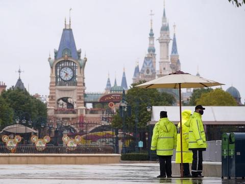 Shanghai Disney Resort blev lukket for besøgende i januar, da virusudbruddet to fart i Kina. Tirsdag oplyser Walt Disney-koncernen, forlystelsesparken åbner igen 11. maj. (Arkivfoto).