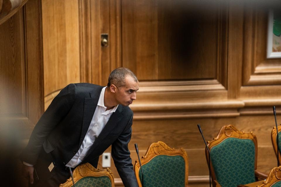 Udlændinge- og integrationsminister Mattias Tesfaye (S) står alene med blå blok i forhold til at lave en aftale om statsborgerskab. (Arkivfoto)