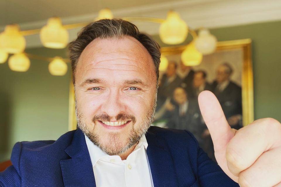 - Så er klimaloven endeligt vedtaget i Folketinget! En god dag for klimaet, skriver klimaminister Dan Jørgensen på sin Twitter.