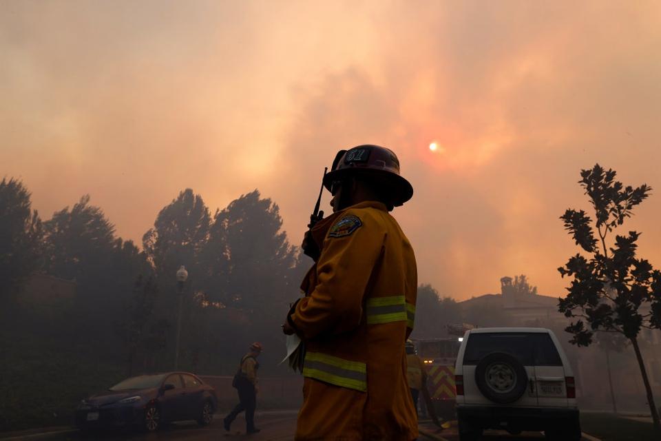 Brandvæsen kæmper mod skovbrande i Californien i september. Brandene spredte sig til en rekordstort område.