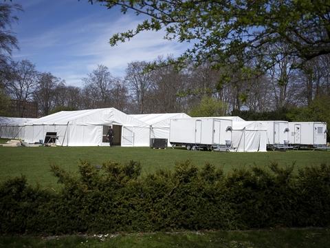 Covid-19: Myndighederne er igang med at bygge et stort COVID-19 testcenter i telte i Fælledparken i København, lørdag d. 18. april 2020. (Foto: Liselotte Sabroe/Ritzau Scanpix) Photographer: Liselotte Sabroe