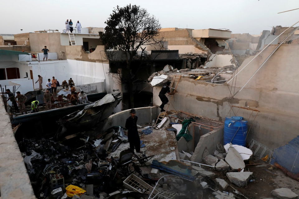 Flyet styrtede 22. maj ned i et boligområde i Karachi.