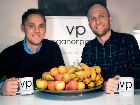 Veganerpartiets to stiftere. Henrik Vindfeldt til venstre og Michael Monberg, forperson for partiet, til højre. (Foto: Veganerpartiet)