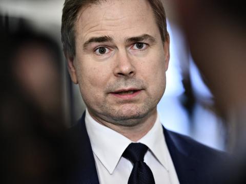 - Den står til at stoppe i sommerferien, og det er måske ikke det mest hensigtsmæssige tidspunkt at lade den slutte på, siger finansminister Nicolai Wammen (S) om ordningen for lønkompensation.