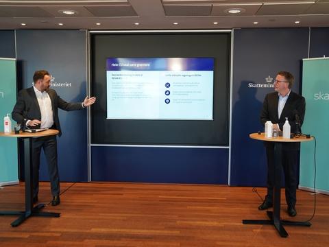 Klimaminister Dan Jørgensen (S) og skatteminister Morten Bødskov (S) kan ikke se en CO2-afgift for sig lige nu.