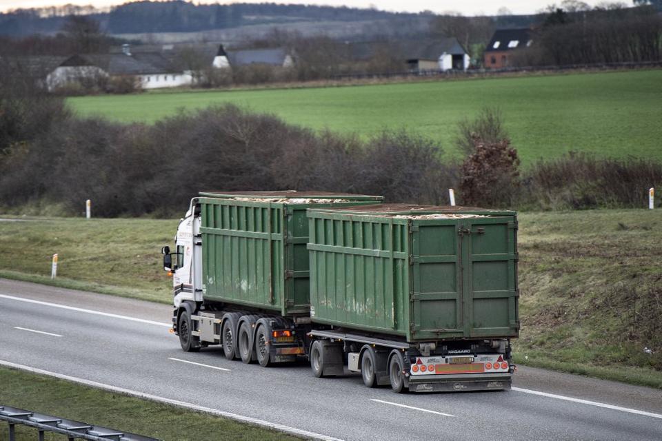 Et bredt flertal i Folketinget er enige om at forhindre meget lave lønninger til udenlandske chauffører, der kører i Danmark. (Arkivfoto)