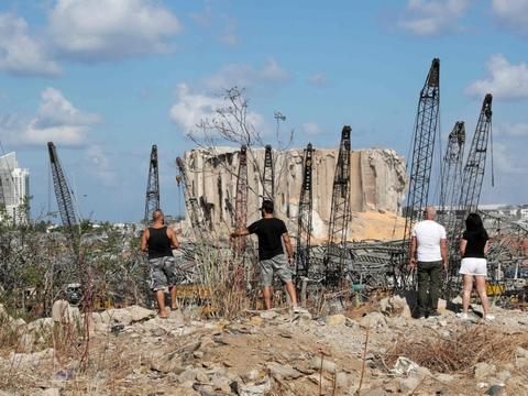 Tirsdagens eksplosion i den libanesiske hovedstad, Beirut, har medført enorme ødelæggelser. 158 er døde som følge af eksplosionen, mens 6000 blev såret.