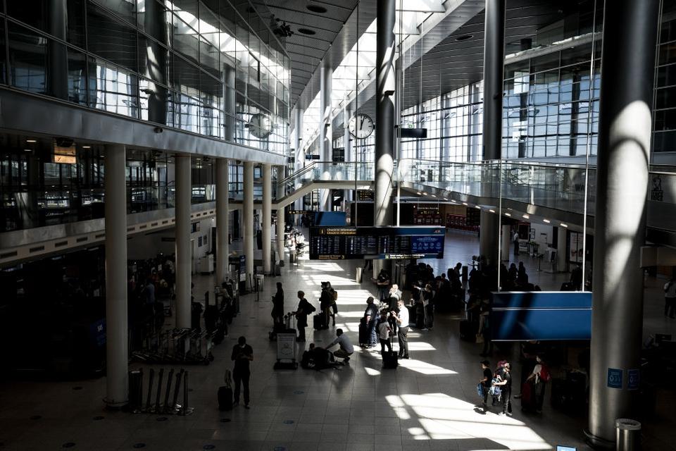 Københavns Lufthavn er på grund af et lavere aktivitetsniveau under corona nødt til at nedlægge stillinger. (Arkivfoto)