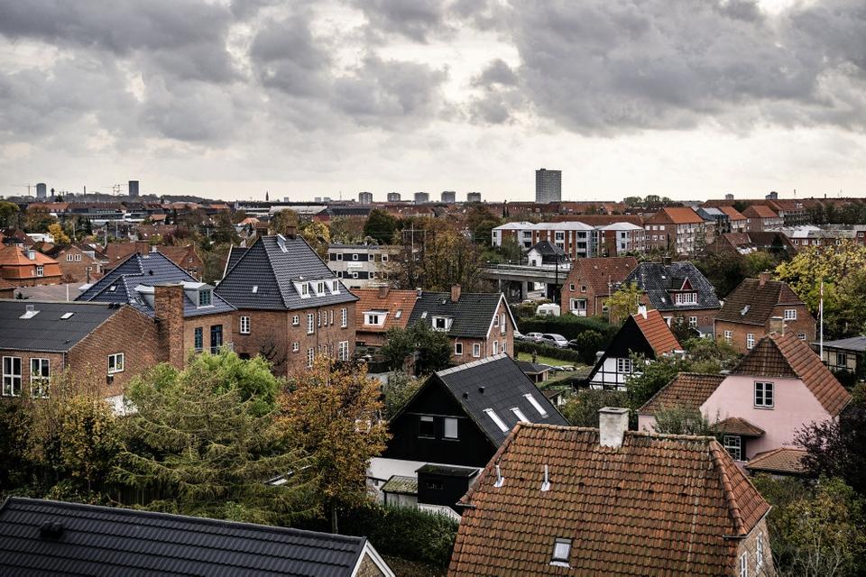 Ifølge Finans Danmark kan det komme til at koste en almindelig familie 1400 kroner ekstra om året, hvis regeringen indfører sin plan om tidlig pension. (Arkivfoto)