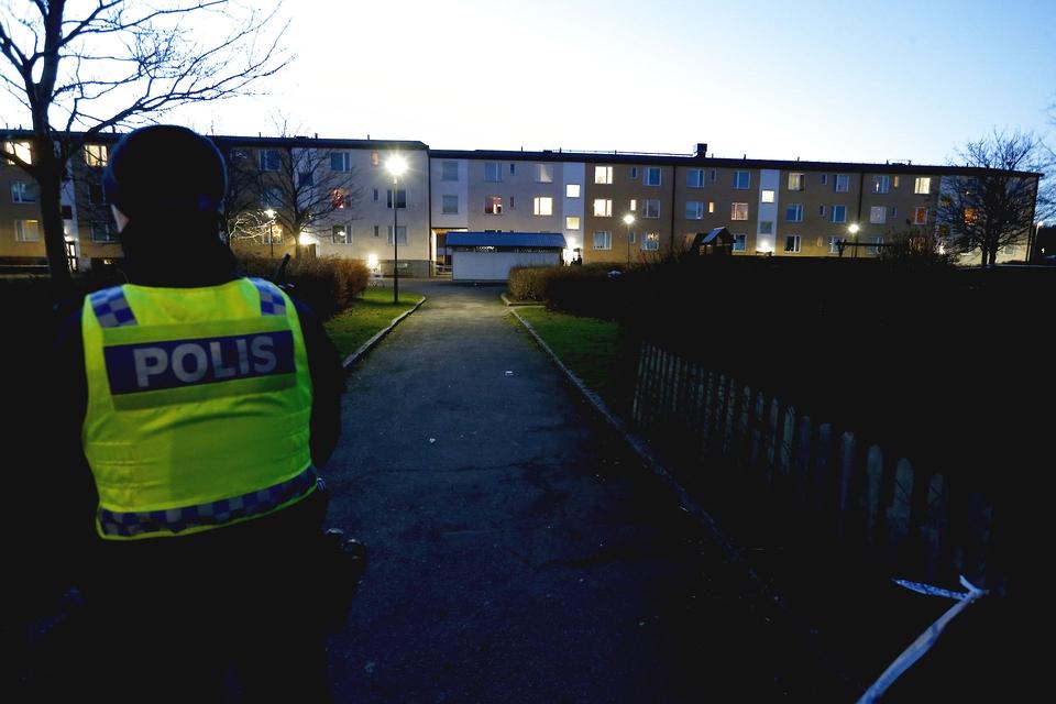 En kraftig eksplosion rystede onsdag en boligblok i bydelen Hageby i Norrköping. Flere personer blev lettere såret ved eksplosionen. Sveriges kriminalpræventive råd siger, at der skete 257 eksplosioner i landet sidste år. I 2018 var antallet 162. (Foto: Magnus Andersson/TT/Ritzau Scanpix)