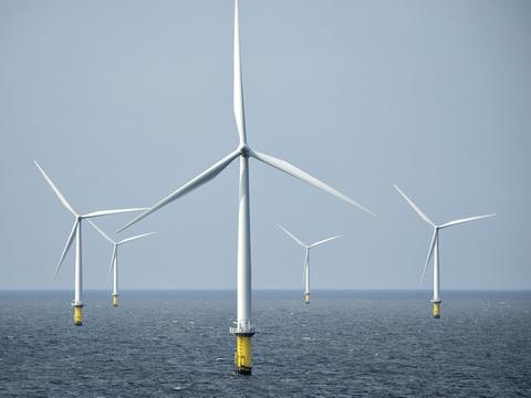 En række danske virksomheder planlægger at bygge en fabrik, som skal få vedvarende energi fra vindmøller omdannet til brændstof til lastbiler, skibe og fly. (Arkivfoto).