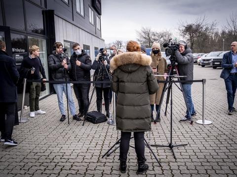 Venstres Inger Støjberg taler med pressen søndag efter ekstraordinært landsmøde i Roskilde, hvor hun trådte tilbage som næstformand.