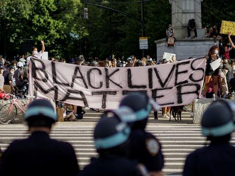 """Sloganet """"Black Lives Matter"""" er blevet brugt flittigt under demonstrationer mod den sorte mand George Floyds død i politiet varetægt."""