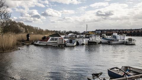 Erdkehlgraven - også kendt som Fredens Havn - ligger mellem Refshalevej og Christiansholm vest for Christiania i København. Her har flere mennesker boet i en lang række år i gamle både.
