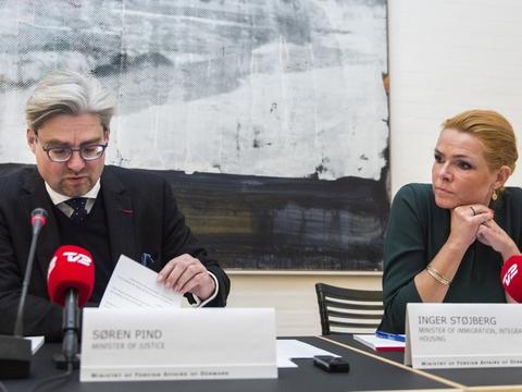 Søren Pind og Inger Støjberg var begge ministre fra Venstre i 2016, hvor sidstnævnte gav en ulovlig instruks om adskillelse af asylpar. Nu skal Søren Pind vidne i sagen. (Arkivfoto)
