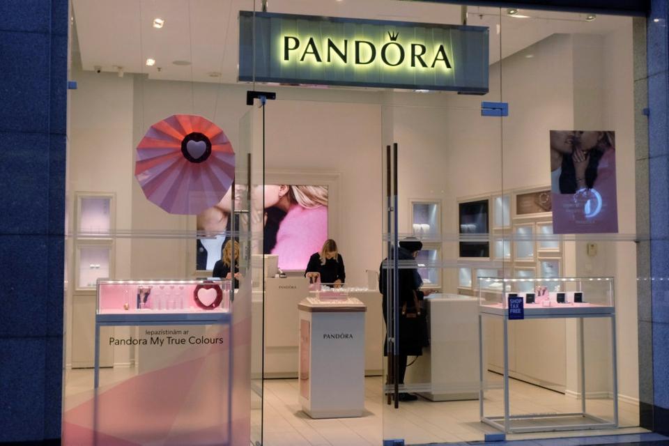 16. marts trak Pandora sin oprindelige prognose for 2020 tilbage grundet coronakrisen. Dengang forventede smykkekoncernen en negativ vækst på mellem tre og seks procent.