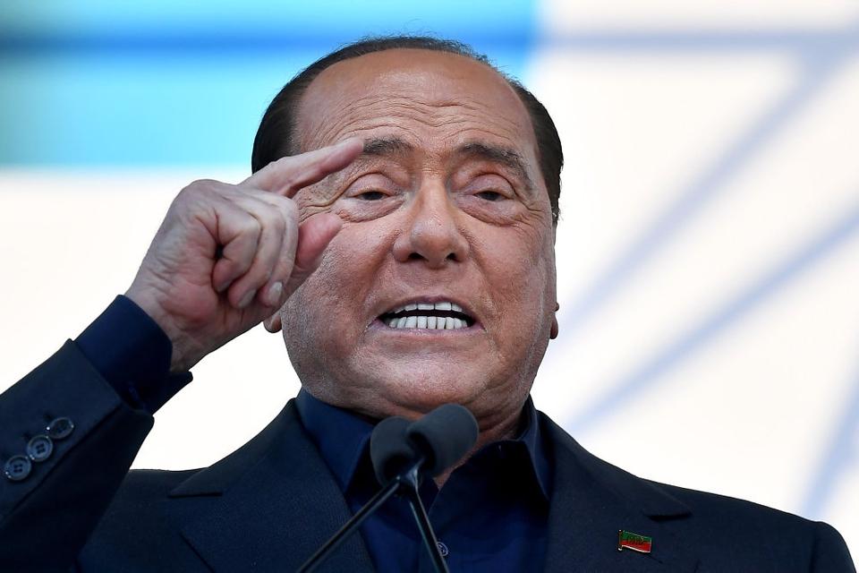 Italiens tidligere premierminister Silvio Berlusconi er blevet indlagt på et hospital i Milano. Det sker efter, at han er blevet testet positiv for covid-19. Det skriver det italienske nyhedsbureau Ansa. (Arkivfoto)