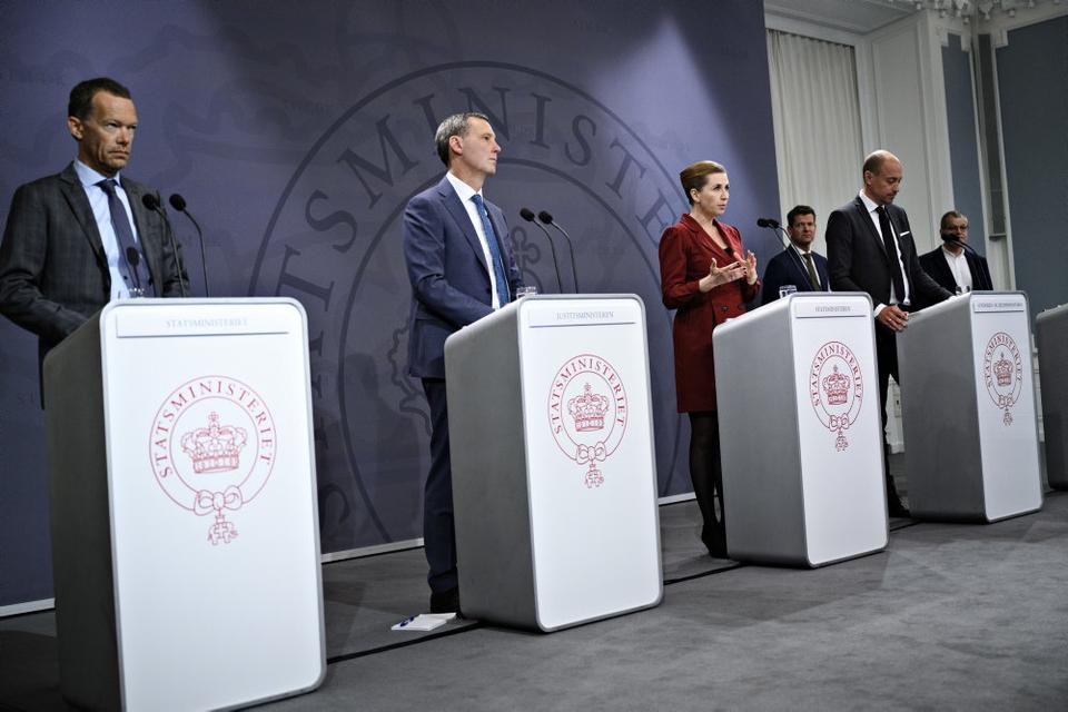 Statsminister Mette Frederiksen (S) lukkede store dele af samfundet 11. marts under coronaudbruddet. (Arkivfoto).