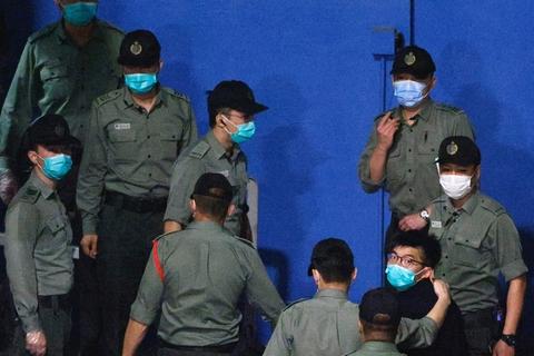 """Kina planlægger dramatiske reformer af valgsystemet i Hongkong, siger en række politikere fra territoriet. Hele det politiske landskab i den tidligere britiske kronkoloni ventes at blive ændret, så kun """"patrioter"""", der adlyder kommunistpartiet, kan få politiske poster."""