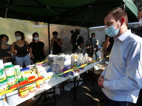 USA's viceudenrigsminister, David Hale, var torsdag forbi nogle af de ngo'er i det ramte område i Beirut, der forsøger at hjælpe de mange, der har mistet deres hjem ved eksplosionen i sidste uge.