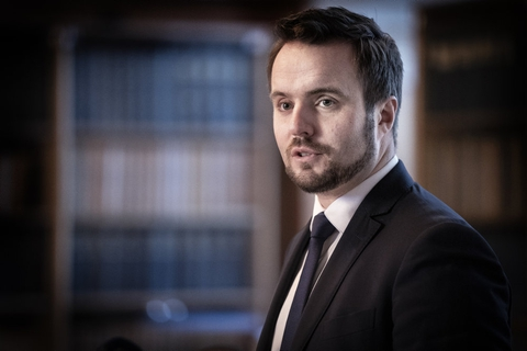 Erhvervsminister Simon Kollerup (S) vil gøre det så let som muligt at indberette snyd med hjælpepakker. (Arkivfoto)