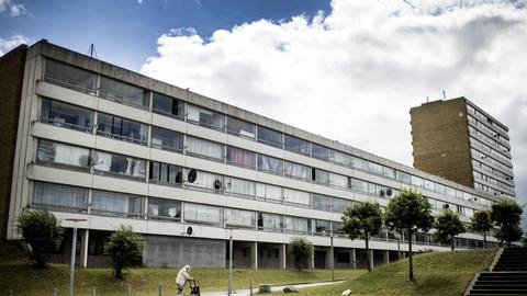 Ifølge DR er der seks gange så mange smittede i Vollsmose, som der er i Odense. Nu lukker to skoler ned midlertidigt. (Arkivfoto)