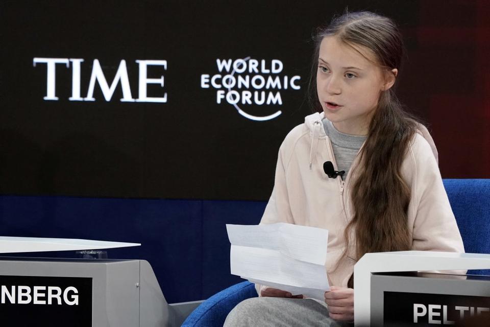 """Den svenske klimataktivist Greta Thunberg siger på talerstolen ved et møde i Verdens Økonomiske Forum i Davos i Schweiz, at der """"grundlæggende intet er gjort"""" for at bekæmpe klimaforandringer til trods for hendes meget omtalte kampagne."""