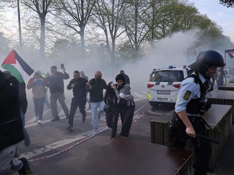 Ifølge Københavns Politi har 4000 personer deltaget i demonstrationen ved Israels ambassade.