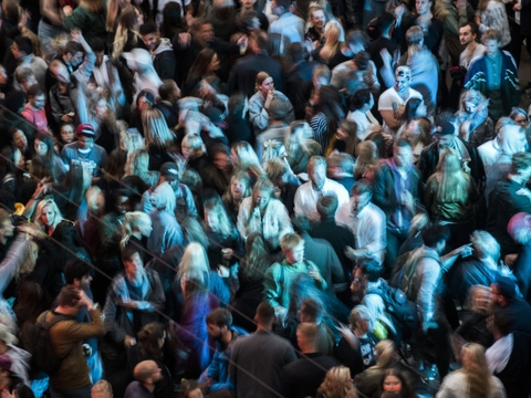 Nattelivet har været lukket siden foråret, hvor coronapandemien brød ud, og det har betydet, at såkaldte piratfester er dukket op. Her mødes mange mennesker, særligt unge, men det strider mod forsamlingsforbuddet på over 50 mennesker. (Arkivfoto)