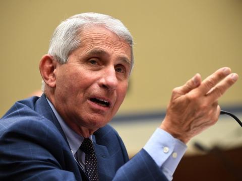Den amerikanske regerings øverste sundhedsrådgiver, Anthony Fauci, forventer, at USA har mindst ti millioner vacciner mod coronavirus klar i starten af næste år. (Arkivfoto).