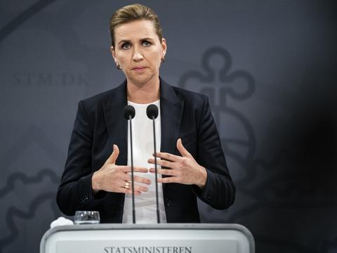 """Statsminister Mette Frederiksen (S) måtte sidste uge beklage uklarheden omkring de såkaldte """"sociale bobler"""". (Arkivfoto)"""