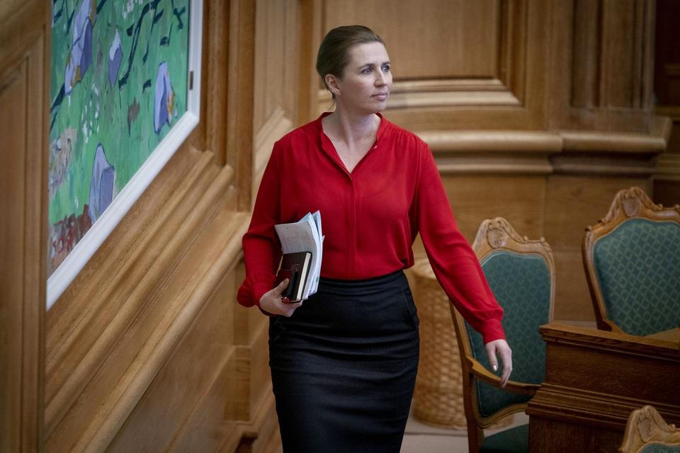 Statsminister Mette Frederiksen før møde i Folketingssalen, som indledes med en partilederdebat, på Christiansborg tirsdag d. 21. januar 2020. (Foto: Liselotte Sabroe/Ritzau Scanpix)