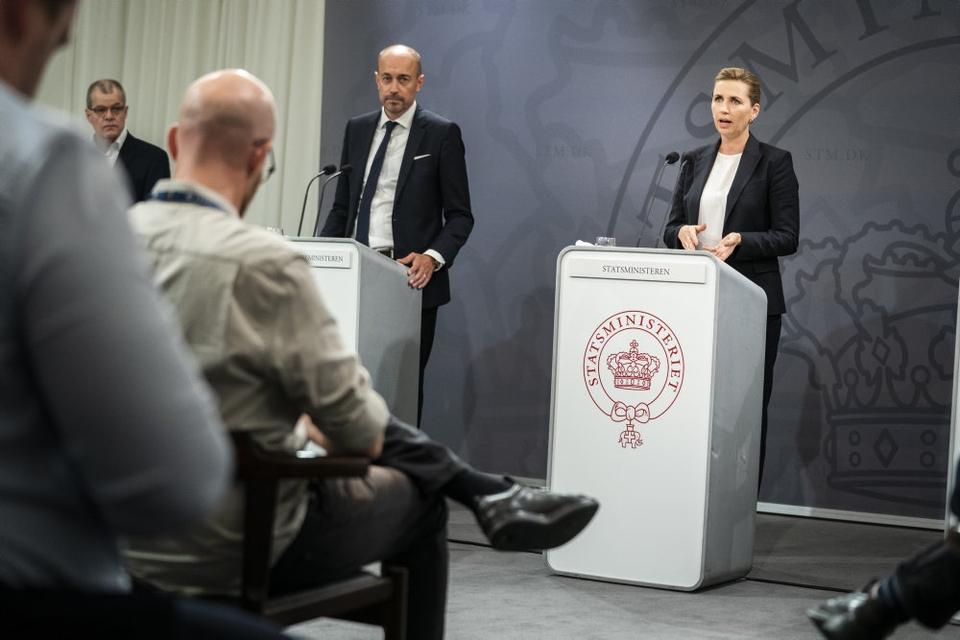 For første gang i et stykke tid deltog statsminister Mette Frederiksen (S) fredag på et pressemøde om coronasituationen i Danmark.